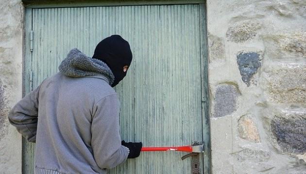 За ограбление в Прейли задержаны даугавпилчанин и житель Резекне