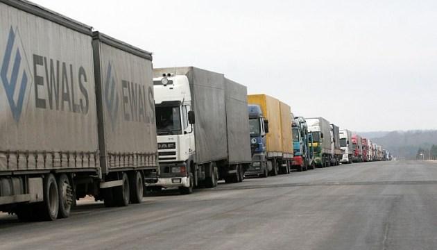 В очереди на КПП «Терехова» - больше сотни грузовиков