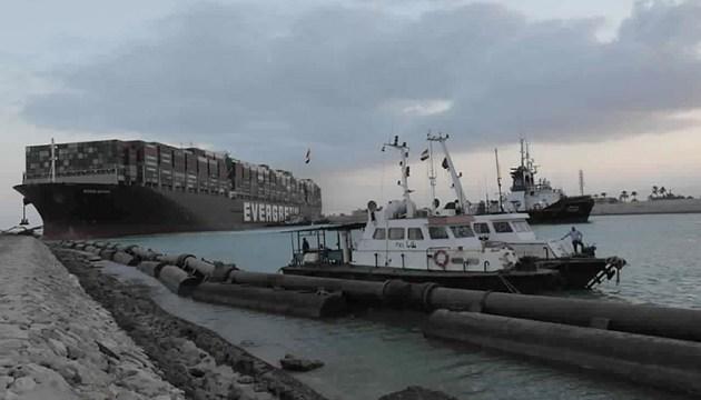 Египет запросил компенсацию в размере 1 млрд долларов за блокировку Суэцкого канала