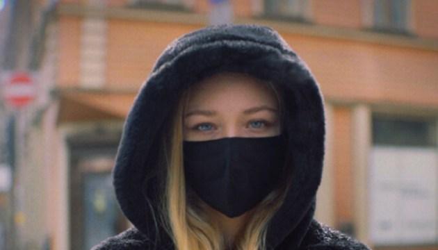 17-летняя рижанка собрала 110 тысяч просмотров на YouTube, спев Цоя