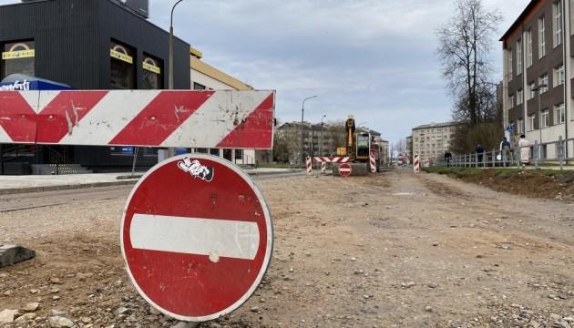 Реновация ул. Циетокшня: перекрыли дорогу, не предупредив