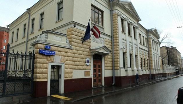 Россия вышлет четырех дипломатов стран Балтии и трех дипломатов Словакии