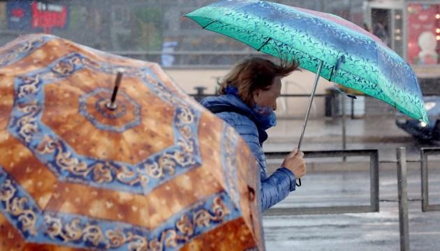 В воскресенье дожди продолжатся, возможны и грозы