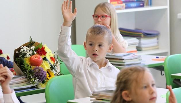 Если ковид останется до осени, у школьников будет возможность гибридного обучения