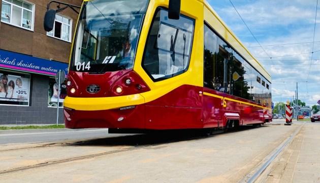 В новых трамваях Даугавпилса – душегубка. Где же кондиционеры?