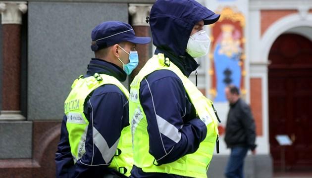 Из сотрудников министерства внутренних дел хуже всего вакцинируются полицейские и пожарные