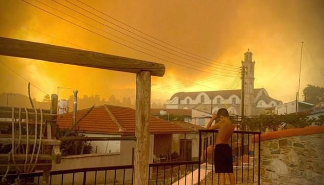 Кипр поглотил лесной пожар. Власти называют его самым страшным в истории страны и просят о помощи