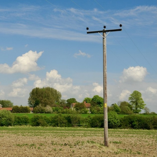 Sadales tīkls комментирует историю со спиленными электростолбами