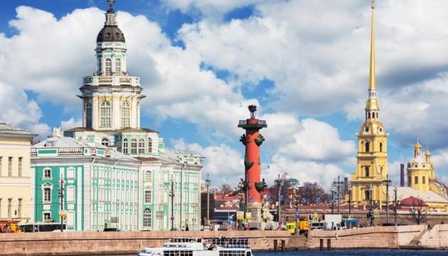 Россия упростила получение иностранцами полугодовой туристической визы