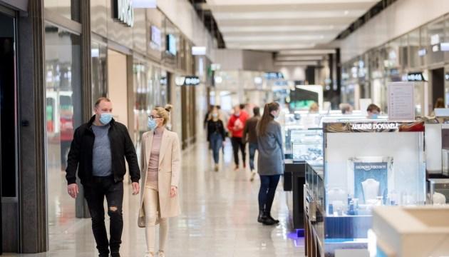 """В Литве у входов в торговые центры будут проверять """"паспорта возможностей"""""""