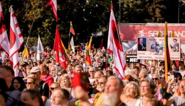 На митинг против коронавирусных мер вышли несколько тысяч литовцев