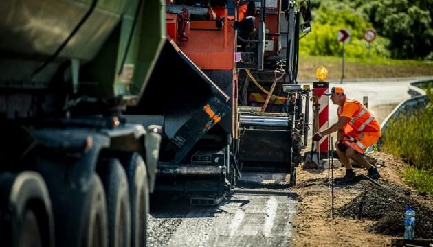 В Латвии строят первую дорогу из старых автомобильных покрышек