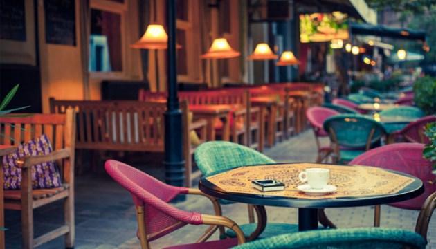 Даугавпилсские кафе сократили время работы и сворачивают террасы